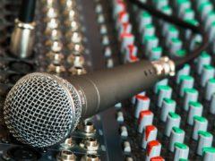 microphone-626032_1920